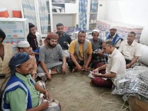 لجنة أهالي مدينة شبام تقدم الإغاثة والاحتياجات لإخوانهم المتضررين بحي عيديد مديرية تريم