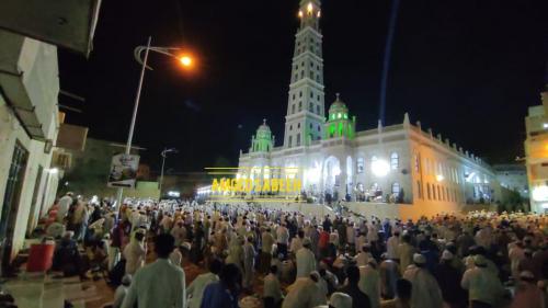 في مشهد مهيب: عشرات الالاف يحضرون ختم مسجد المحضار بليله الجمع الكبير